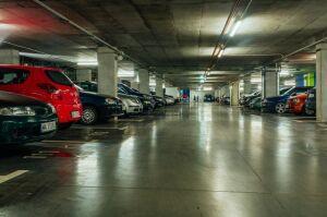 Miejskie parkingi. Dwa pod ziemią, jeden piętrowy z bazarem w parterze