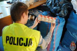 Zatrzymali transport 4900 paczek papierosów bez akcyzy