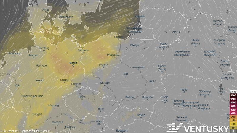 Zanieczyszczenie powietrza kurzem we wtorek o godz. 13 (Ventusky.com)