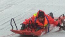 Użycie sań lodowych do wyciągnięcia saren (KP PSP w Ostrowi Mazowieckiej)